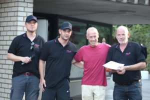 Rüdiger Woll bei der Siegerehrung mit den Veranstaltern des Turniers